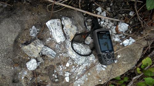 Pecahan fosil ulah pemburu batu akik